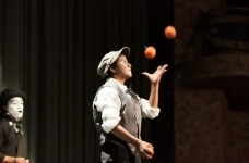 Street youth juggling